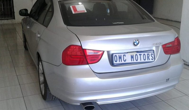 BMW 3 Series 320i (e90) full